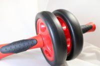 腹筋ローラーで腰痛は改善するか?